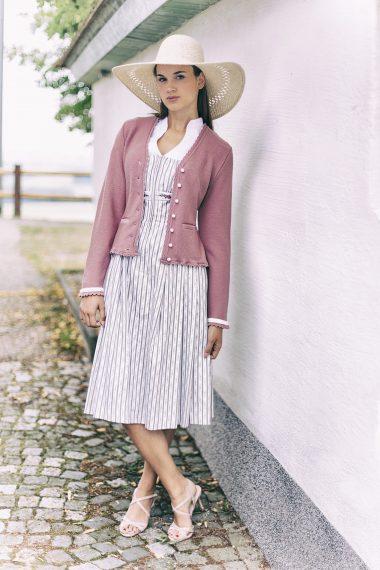 Feminine, verspielte Jacke aus feiner Merinowolle bei Huber Mode & Tracht