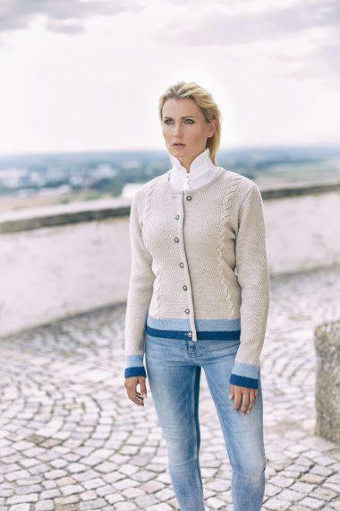 Hochwertige Jacke aus reiner Merinowolle mit schönem Zopfmuster bei Huber Mode & Tracht