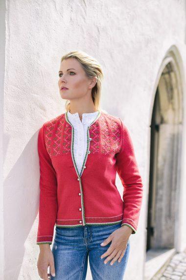 Schöne, aufwendig gearbeitete Jacke Vreni mit Jaquardmuster bei Huber Mode & Tracht