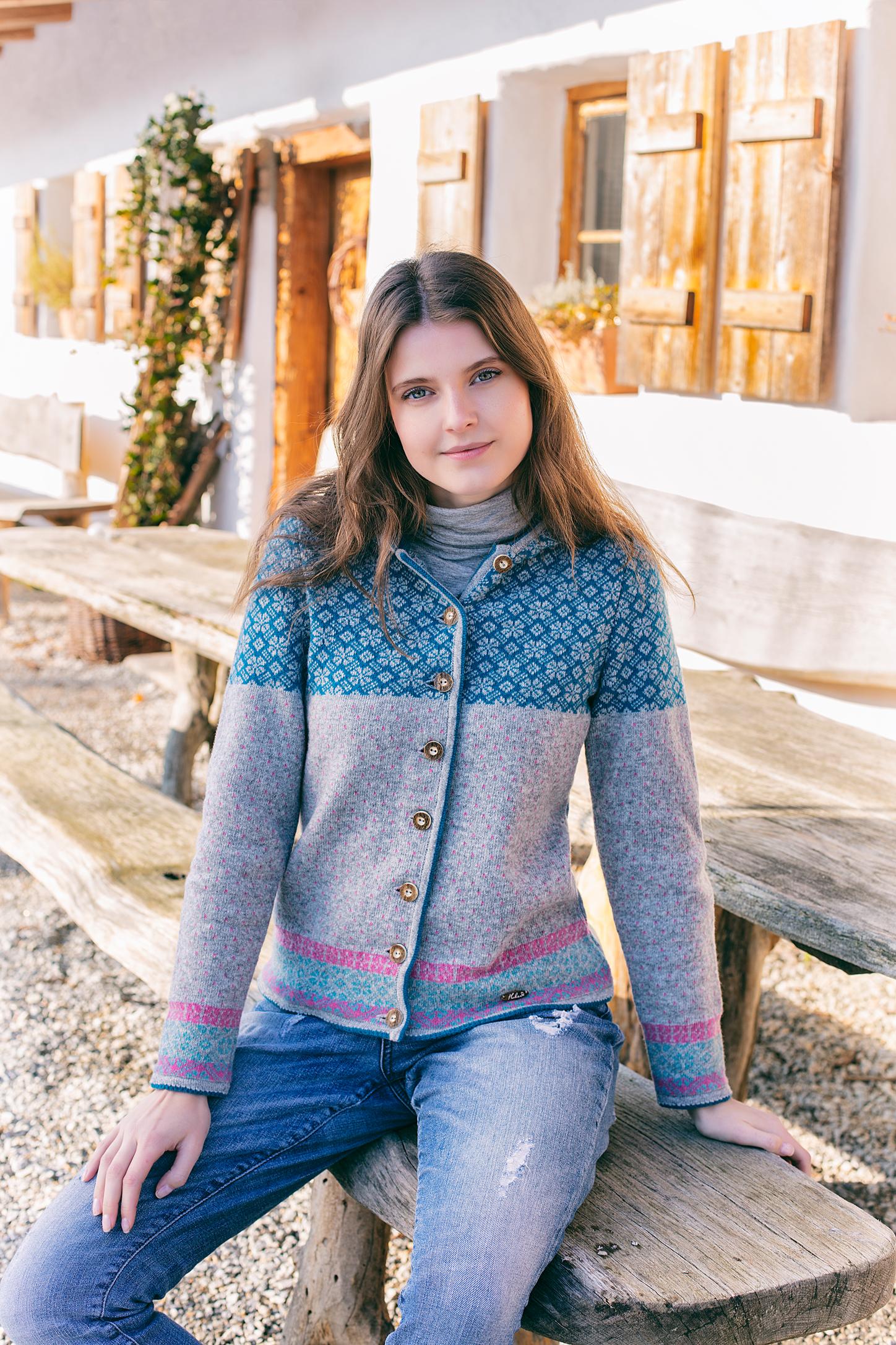 Schöne feminine Walkjacke mit liebevollen Details bei Huber Moden & Trachten